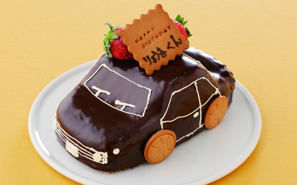 車の誕生日ケーキの画像