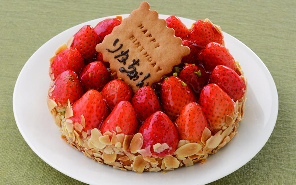 苺タルトの誕生日ケーキの画像