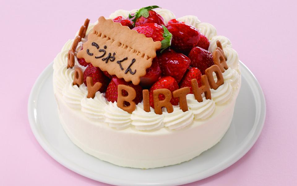 山盛り苺の誕生日ケーキの画像